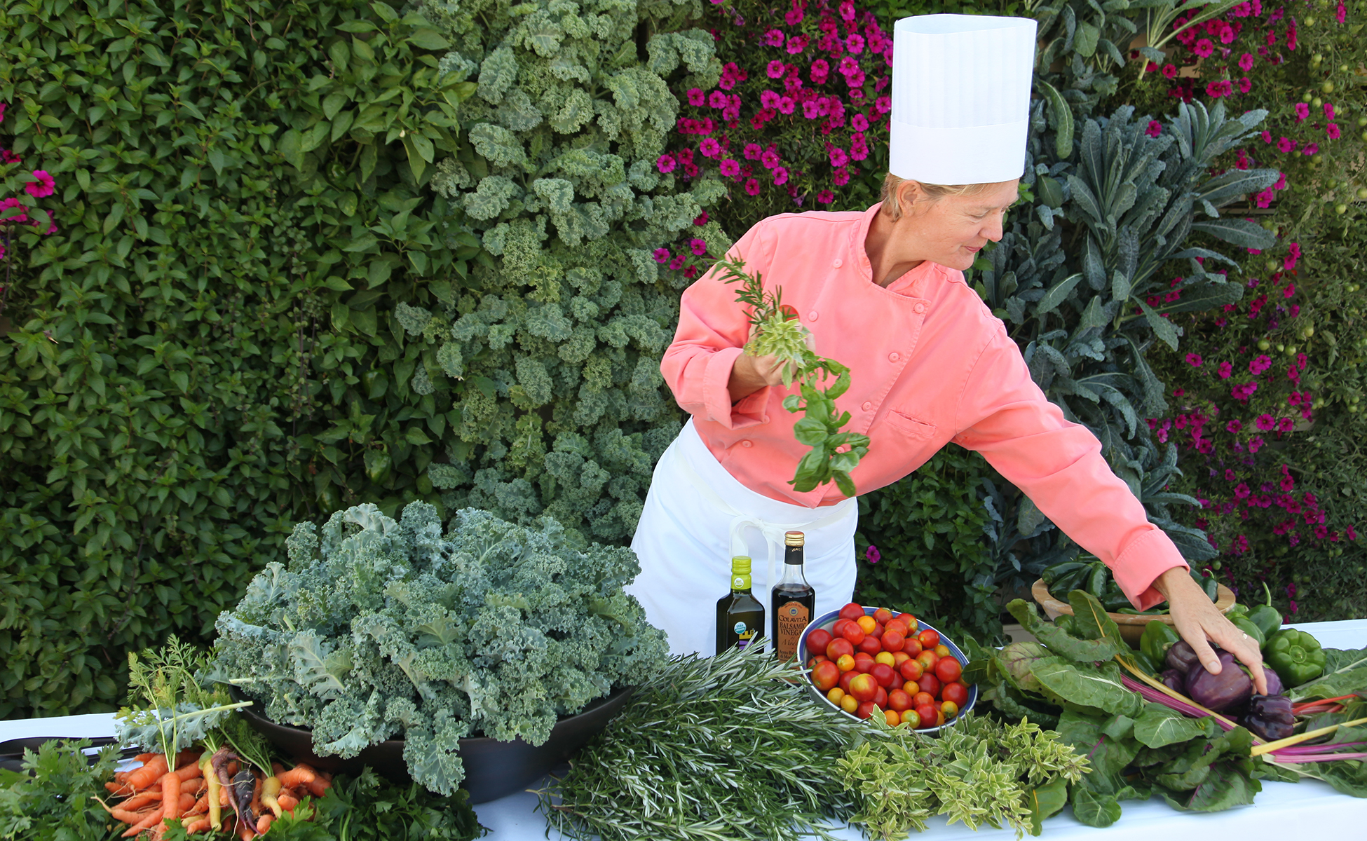 The LiveWall system can support a wide variety of edible produce, including vegetables, greens and herbs.